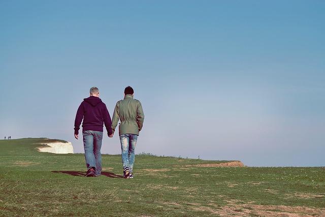 homosexuálové na procházce.jpg