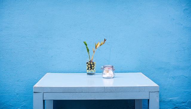modrý stolek