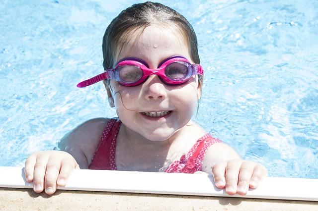 růžové brýle do vody